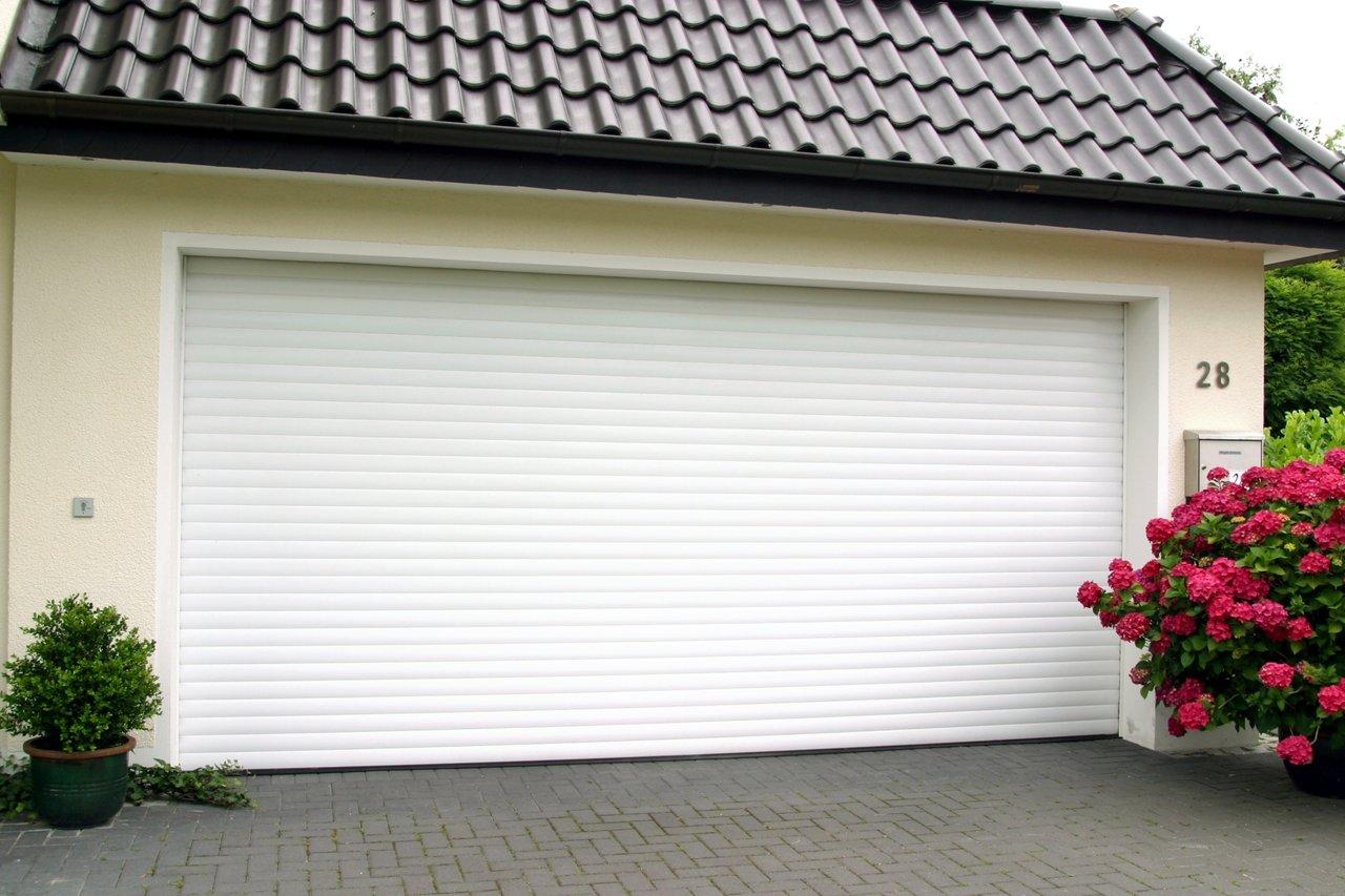 The benefits of insulated roller garage doors for Insulated garage doors